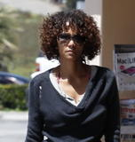 Halle Berry | Shopping in Malibu | April 28 | 14 pics