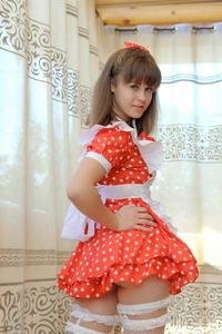 http://img220.imagevenue.com/loc1153/th_105063701_tduid300163_Silver_Sandrinya_maid_1_049_122_1153lo.JPG
