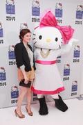 http://img220.imagevenue.com/loc1195/th_281512728_Tiffani_Thiessen_Hanky_Panky_For_Hello_Kitty_Launch6_122_1195lo.jpg