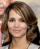 th_58998_Halle_Berry_2009_Jenesse_Silver_Rose_Gala_Auction_in_Beverly_Hills_38_122_521lo.jpg