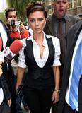 16 de octubre de 2008, VB en Ekseption, Madrid Th_63632_Celeb-City.org_-_Victoria_Beckham_-_promoting_dVb_in_Madrid_0047_122_594lo