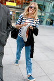 Сиенна Миллер, фото 2847. Sienna Miller arrives at Heathrow Airport - July 31, foto 2847
