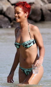 Rihanna sexy bikini on the beach in Hawaii
