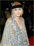 http://img220.imagevenue.com/loc99/th_16515_mary-kate-olsen-new-years-in-april-04_122_99lo.jpg